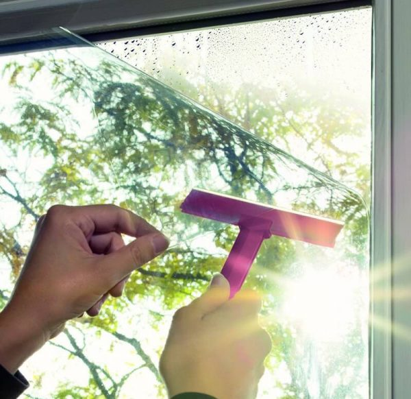 Selvklæbende solfilm