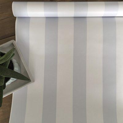 Tapet med lyseblå striber
