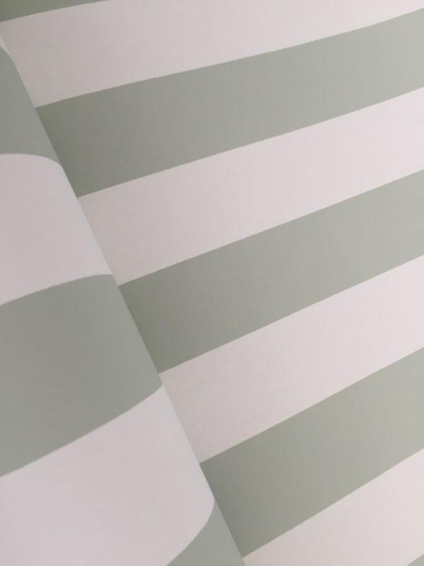 Tapet med lysegrønne striber fra tapetogkunst4