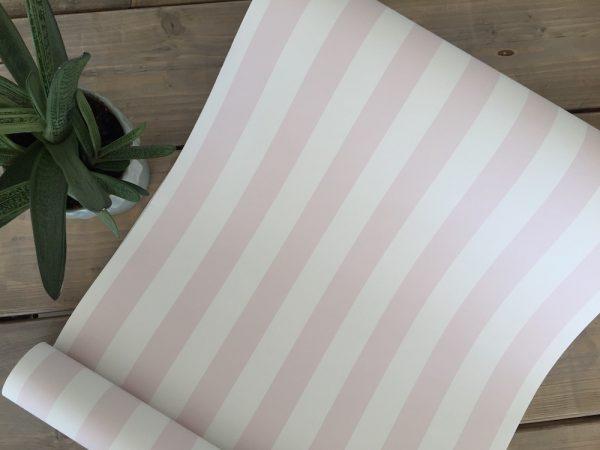 Tapet med lyserøde striber fra tapetogkunst1