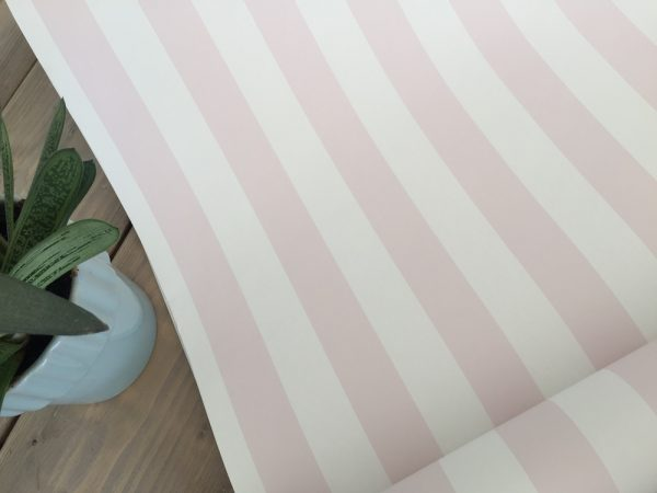 Tapet med lyserøde striber fra tapetogkunst2