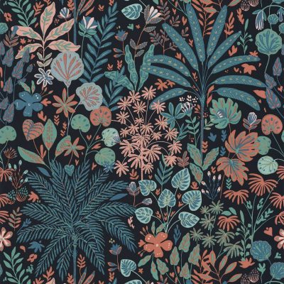 Tapet med mørkeblå bund, palmer træer og blade i orange, blå og turkis farver. der er små guldklatter på nogle blade