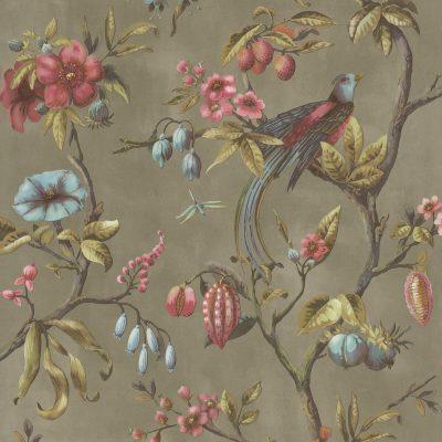 tapet med blomster og fugle - bundfarven er dæmpet olivengrøn og lyserøde blomster og bær og frugter