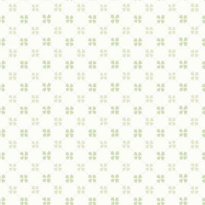 Boråstapet med små kløverblomster i lyse grønne farver med offwhite bund. Tapetet er helt mat