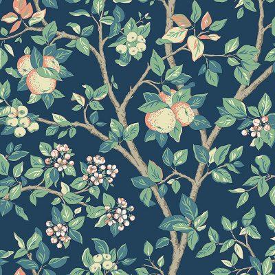 Falsterbo 111 boråstapet blomstret og med grene og bær i ferskenfarver og mørkeblå bund